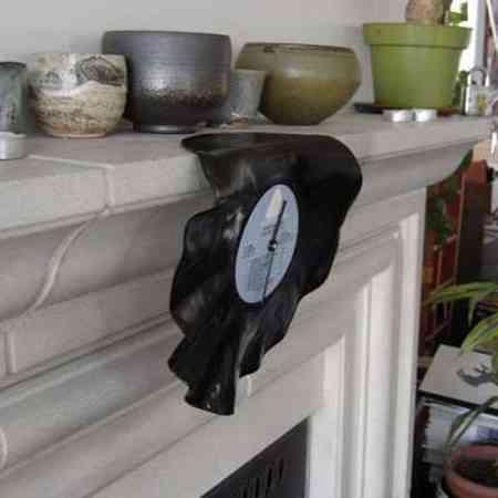 Reciclar vinilo en reloj estilo Salvador Dali