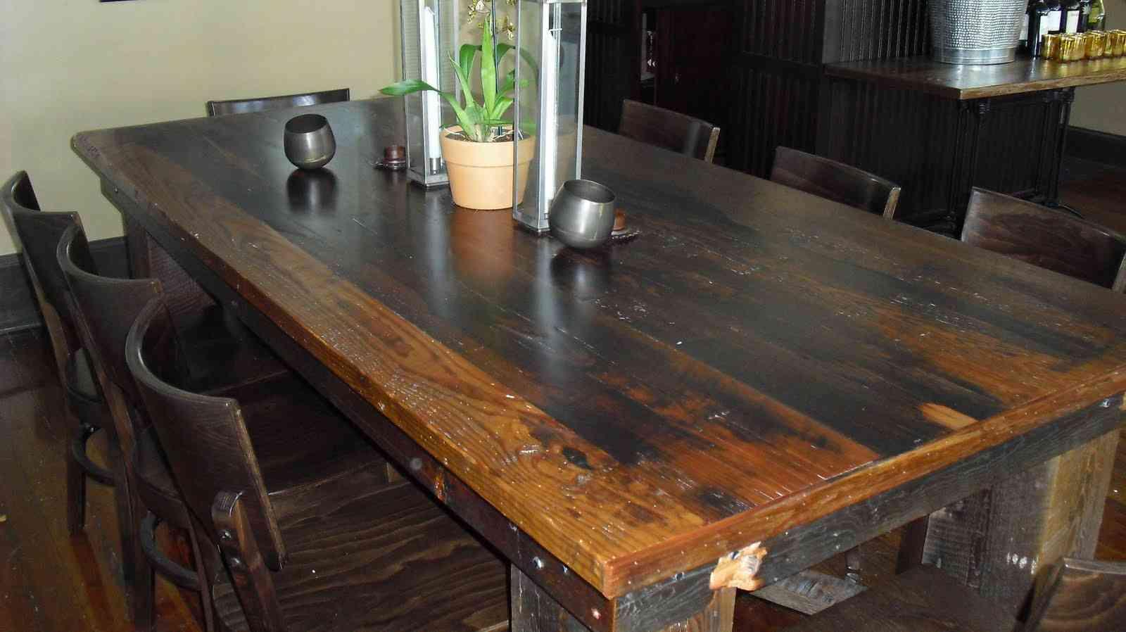 C mo restaurar una mesa de madera for Mesa bar de madera