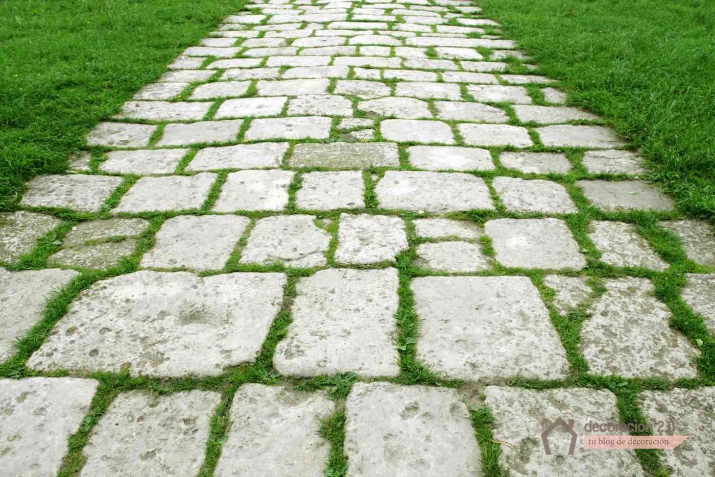 hacer suelo de piedra en tu jardín con cesped