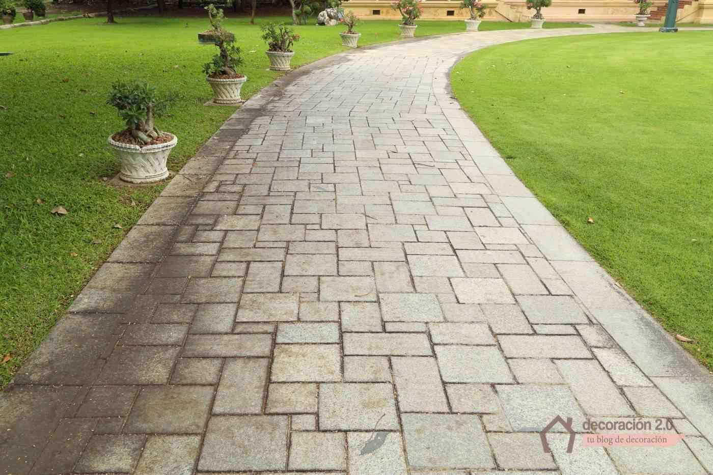 C mo hacer suelo de piedra irregular for Baldosas para el jardin
