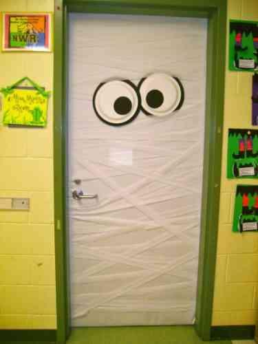 Decoraci n de halloween consigue una puerta de miedo for Imagenes puertas decoradas halloween