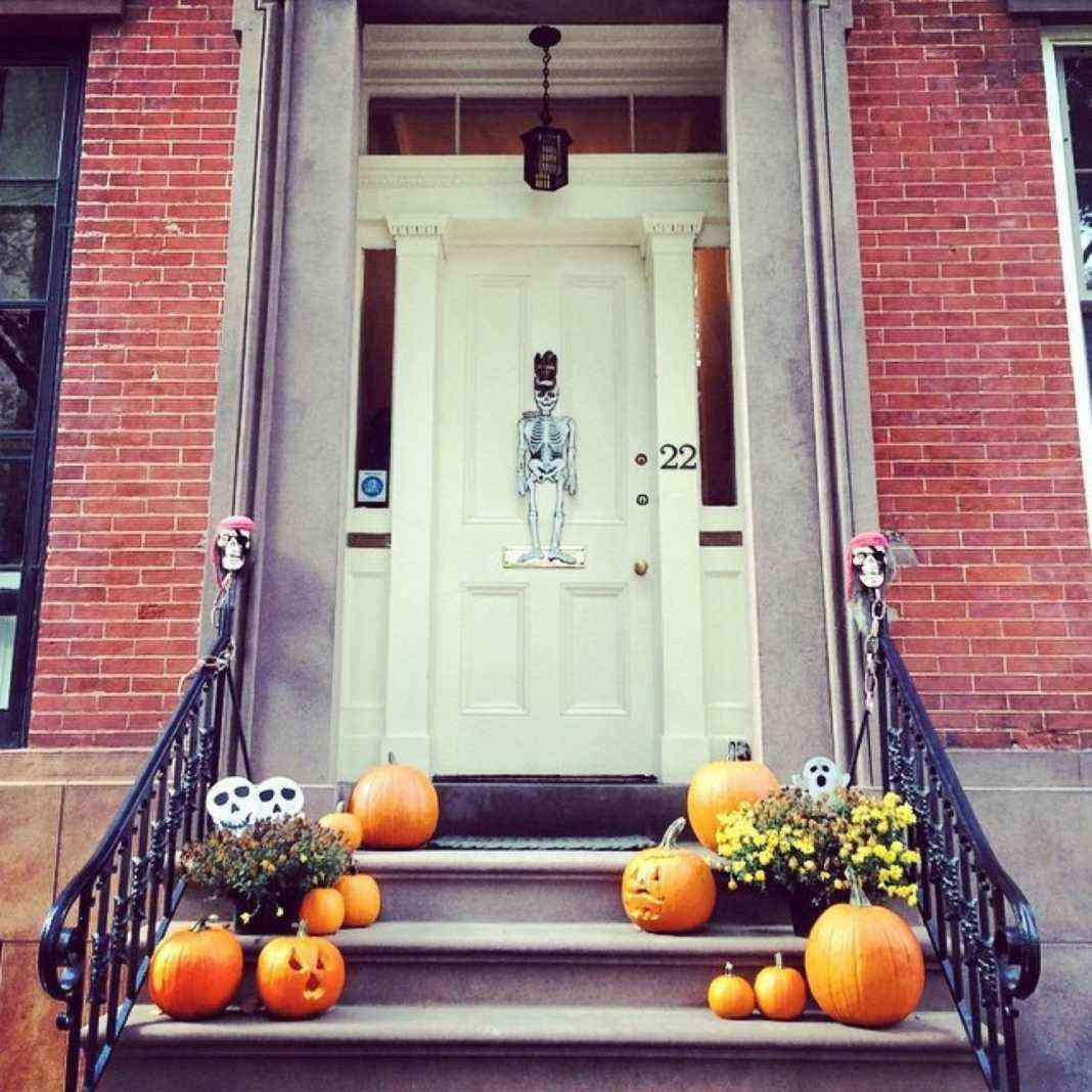 Decoraci n de halloween consigue una puerta de miedo for Puertas decoradas halloween calabaza