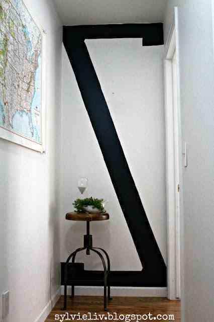 a veces decorar una pared no es tan complicado pero surgen ciertos reparos al utilizar colores fuertes o formas extraas como esta gran z