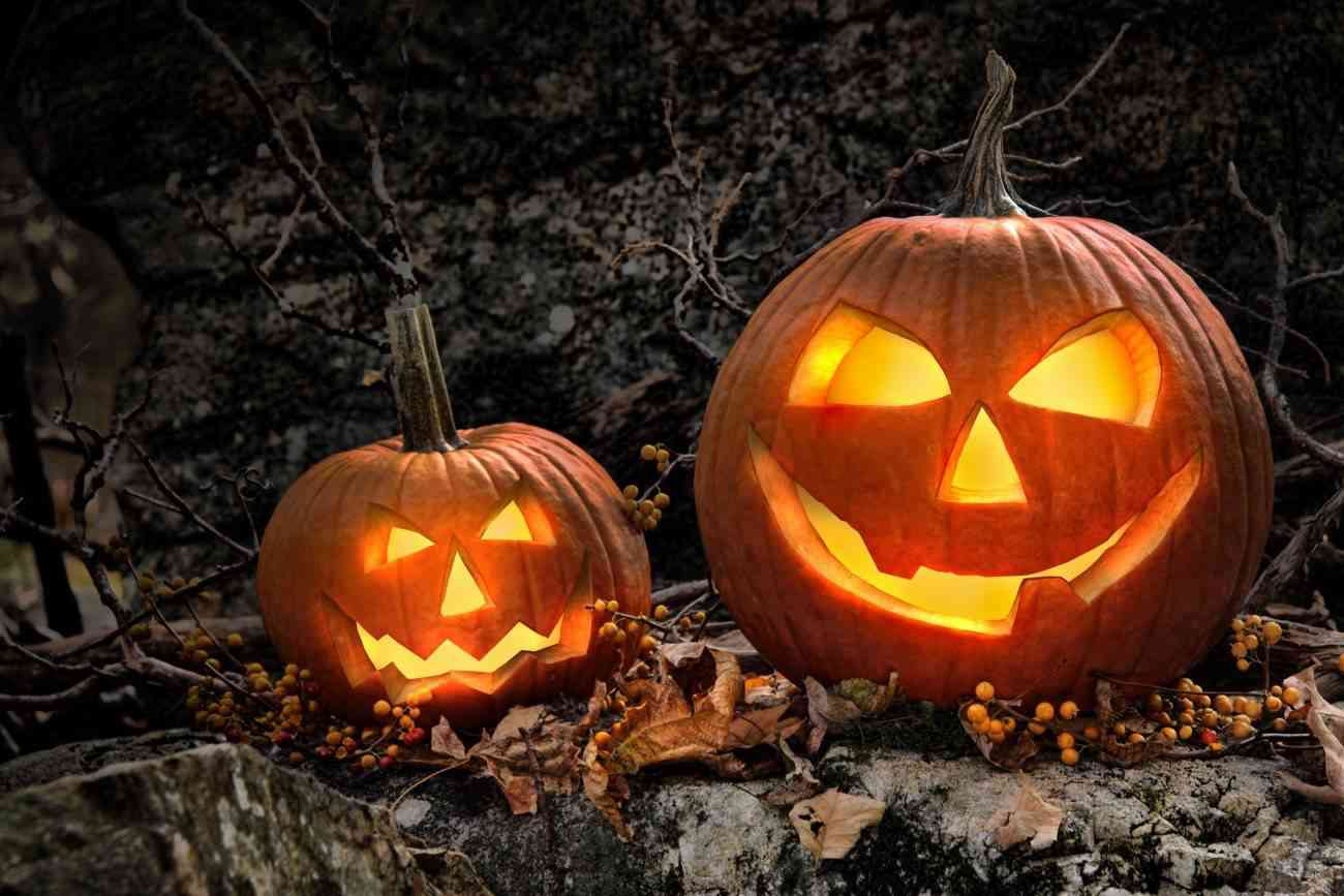 decorar tu jardin en Halloween con calabazas