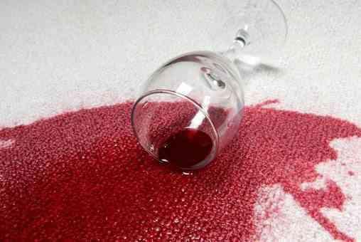 truco para eliminar manchas de vino