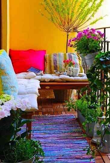 Decoración De Una Terraza Plena De Color