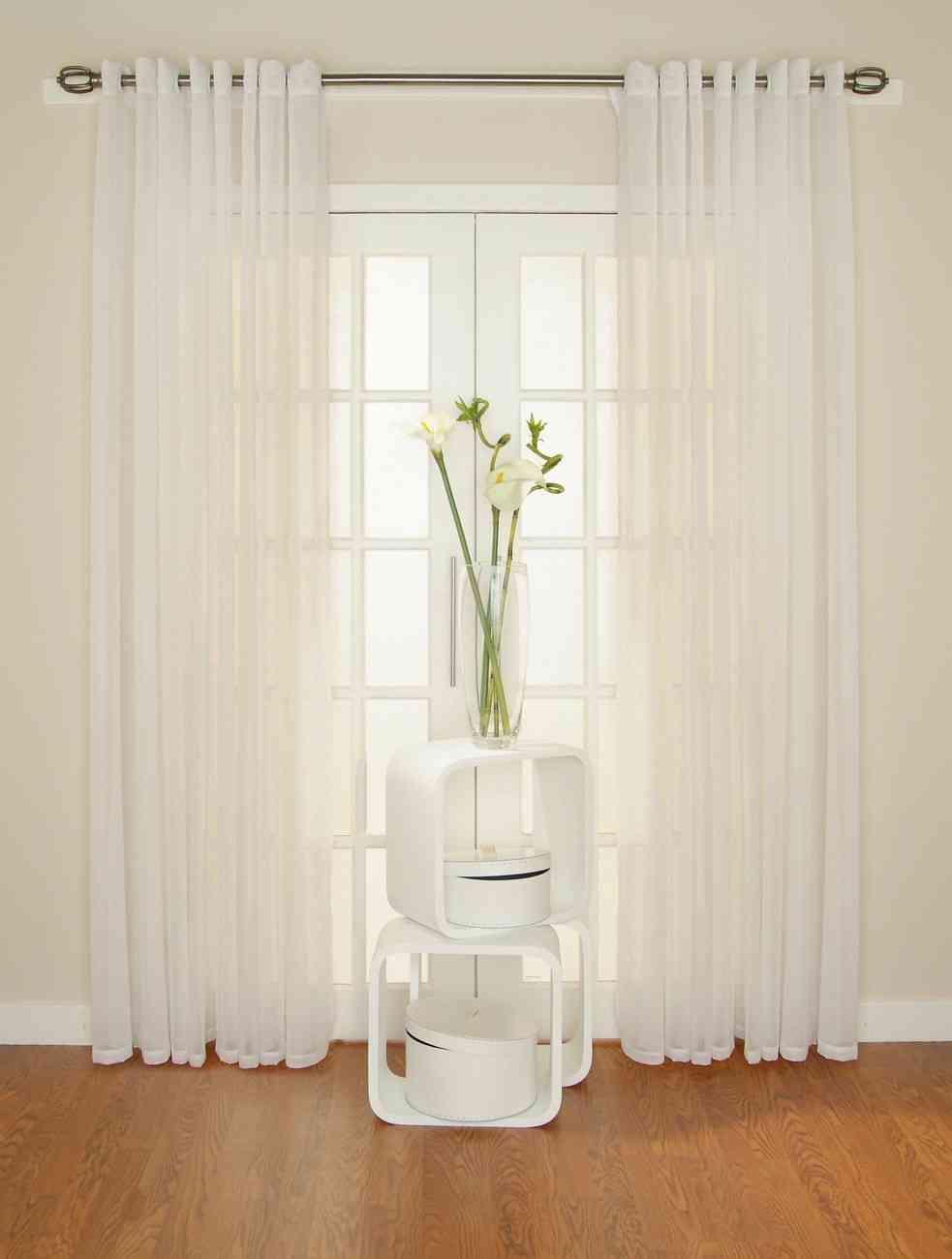 Truco para mantener las cortinas blancas for Cortinas opacas blancas