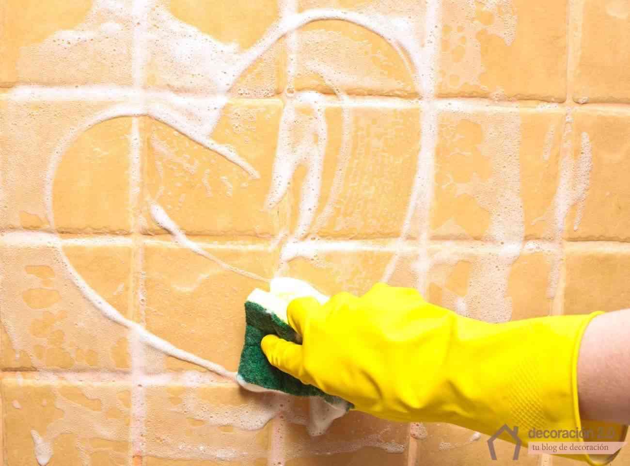Truco para mantener las cortinas blancas for Limpiar azulejos cocina