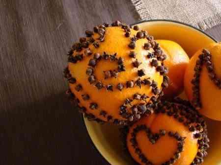 naranjas con clavos