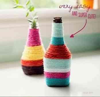 botella de cristal decorada con lana