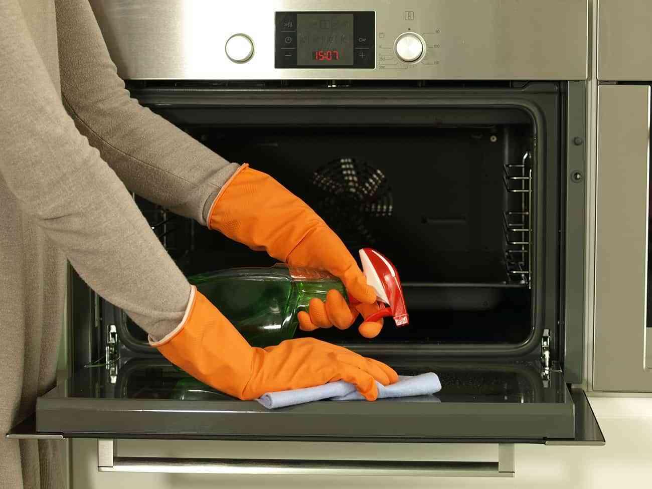 Limpiar el horno con sal y bicarbonato