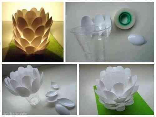 Portavelas de cucharas de plástico