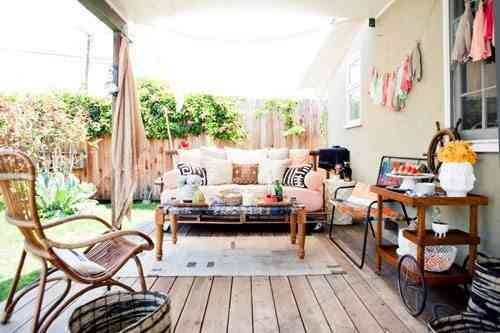 sofa de pallets cómodo y decorativo