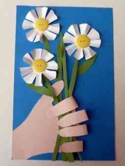 Tarjeta para el día de la madre margaritas con botones