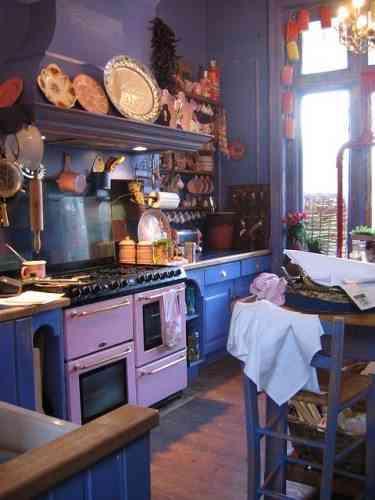 decorar cocinas - cocinas púrpura