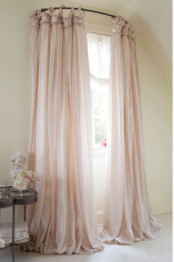 combinacin de cortinas cortas con largas para los ventanales muy grandes de los salones
