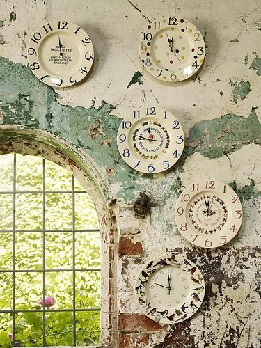 paredes decoradas con relojes