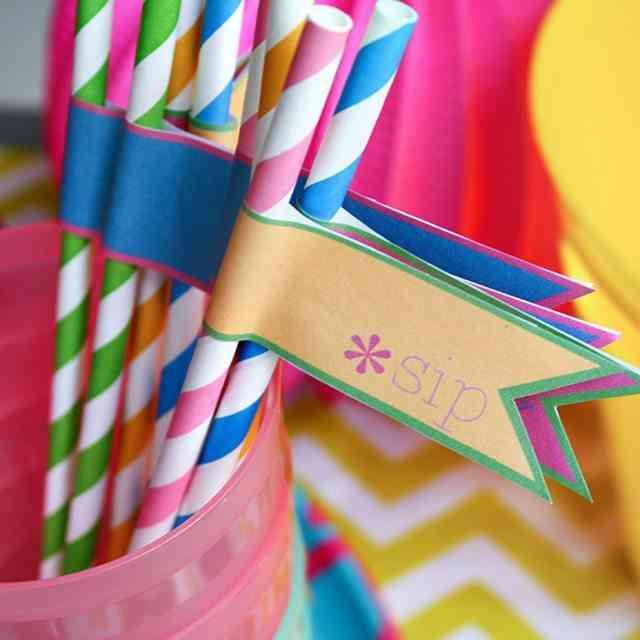 etiquetas y pajitas decoradas para reflescos