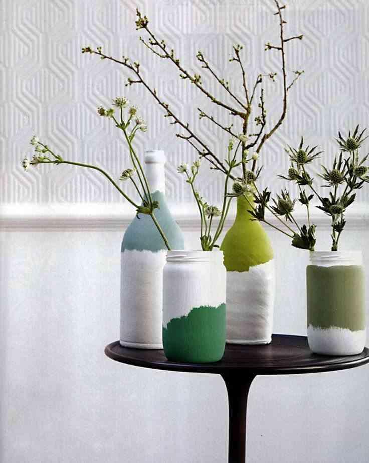 jarras y botellas con pintura acrílica