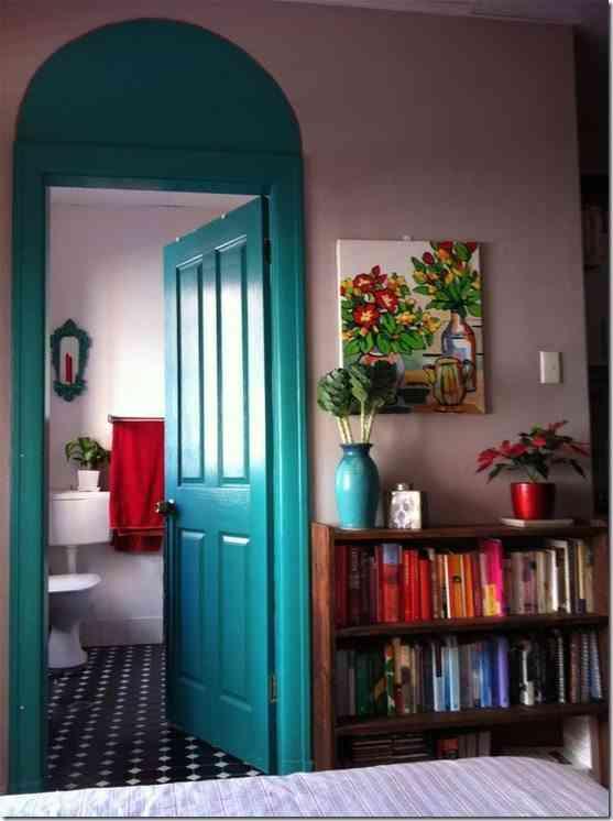 Ideas para decorar las puertas de tu hogar for Colores para pintar puertas de interior