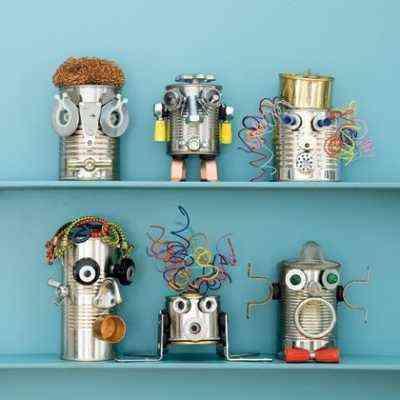 robot hechos con latas