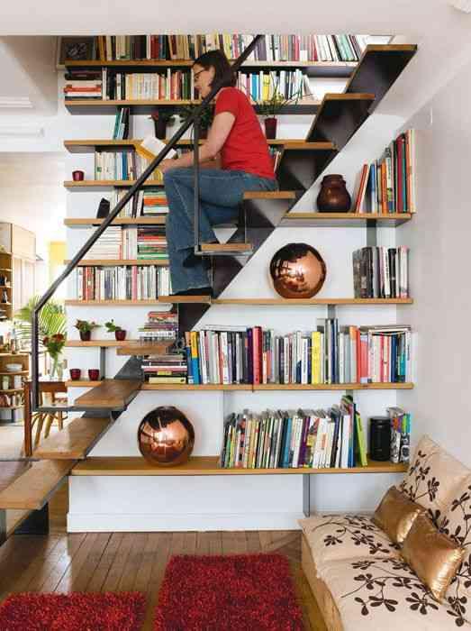 ahorrar espacio - guardar libros - estanteria en escalera