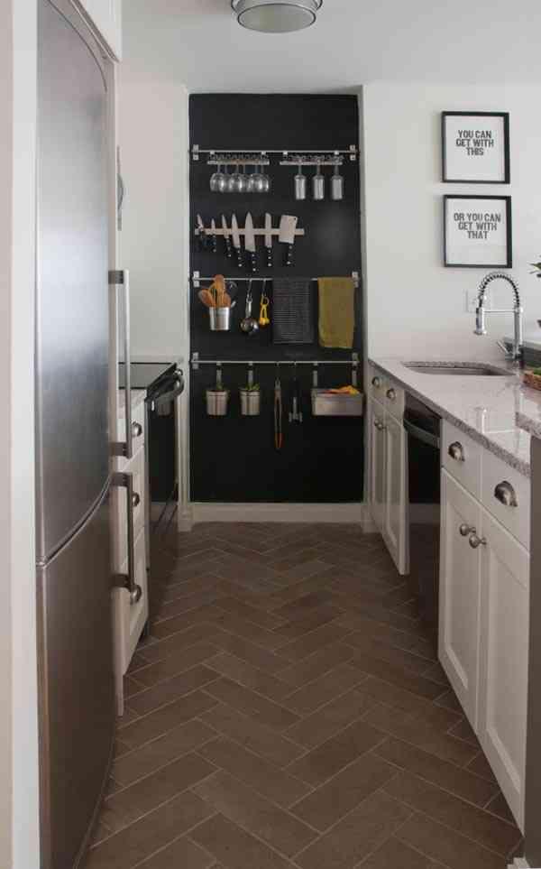 C mo ganar espacio en una cocina peque a for Estanterias cocinas pequenas