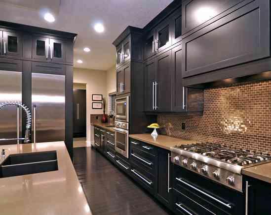 Decorar la cocina en tonos oscuros