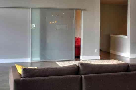 Aprende a optimizar el espacio con puertas correderas for Puertas correderas ikea