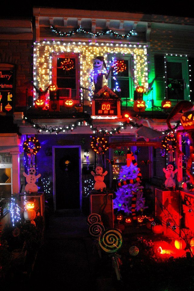 casa con luces de halloween
