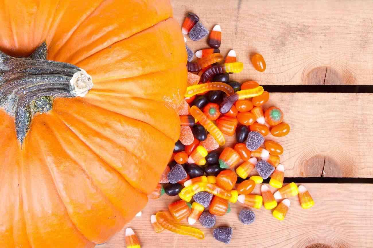 Chuches de Halloween - golosinas, gusanos y calabaza