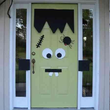 puerta decorada de Halloween