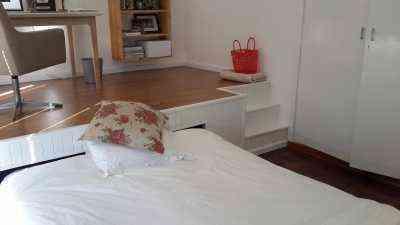 lugar de trabajo dentro del dormitorio 5