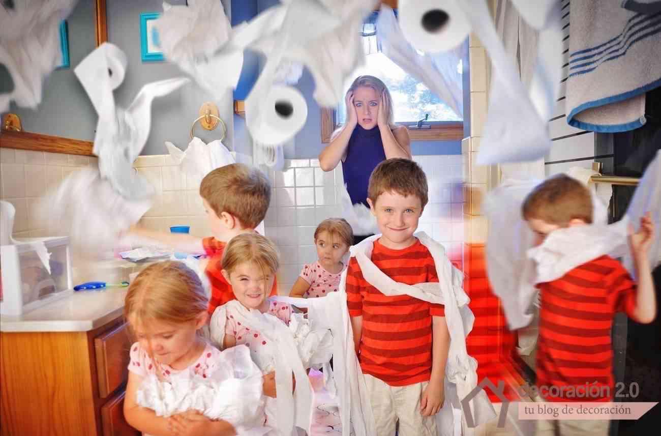 niños desordenados en casa