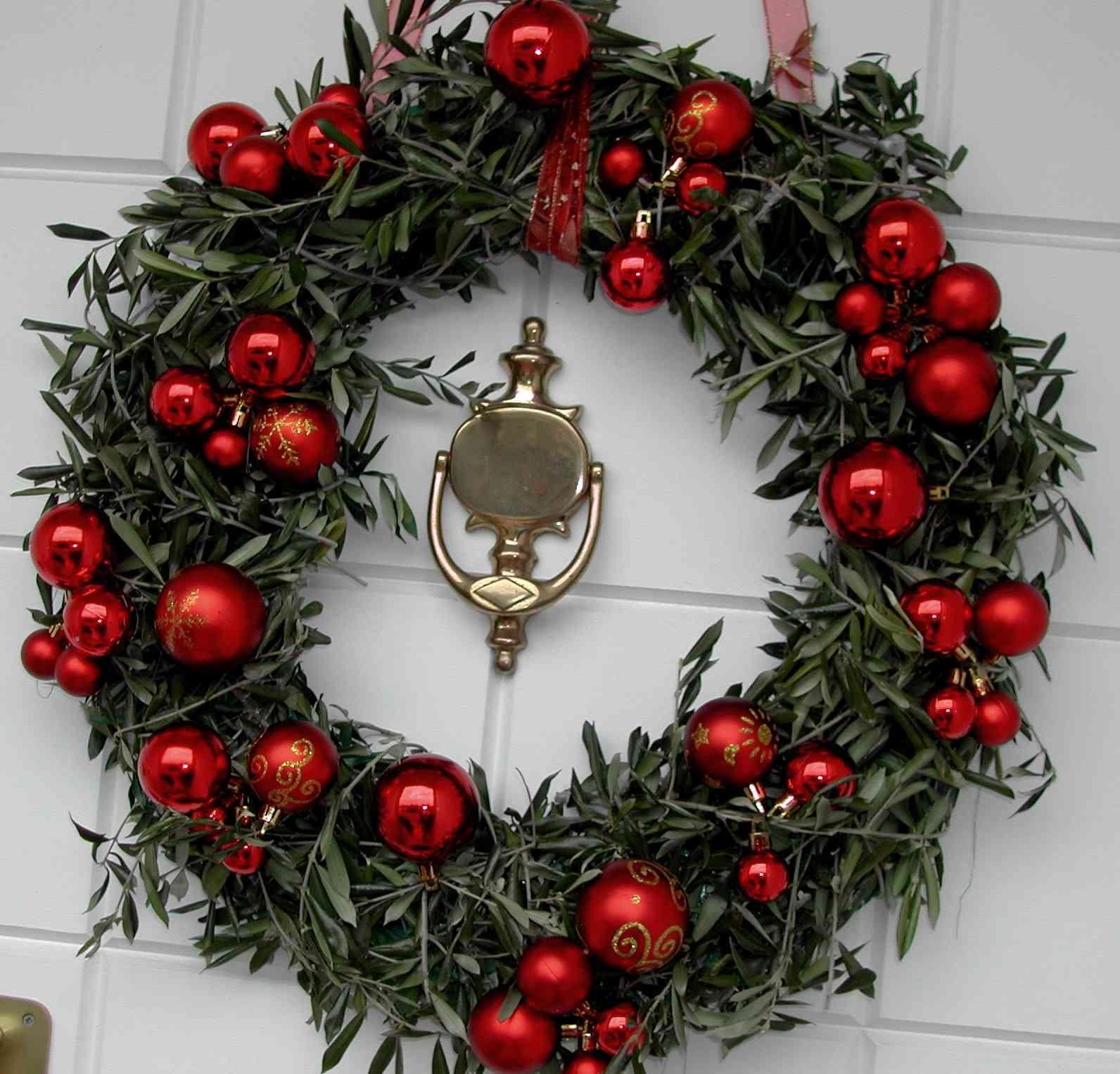 Ideas para decorar las puertas esta navidad for Ideas para adornar puertas en navidad