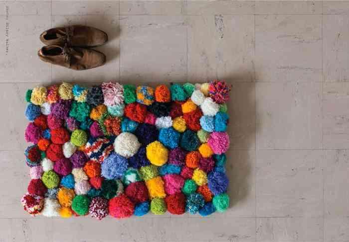 Hacer una alfombra con pompones de lana for Todo alfombras