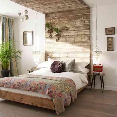 decorar dormitorios originales - cabecero de madera hasta el techo
