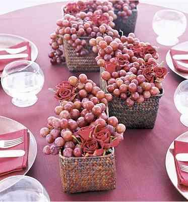 centro de mesa con uvas