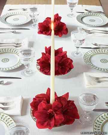 centros de mesa con flores rojas