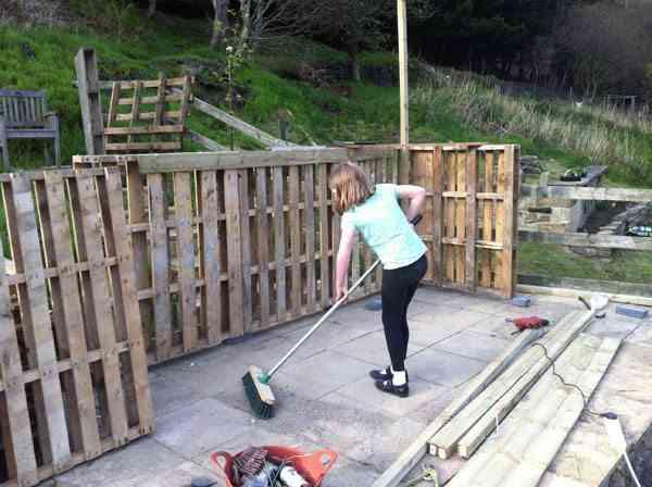 Idea para reciclar palets con una caseta madera - Como se hace una casa de madera ...