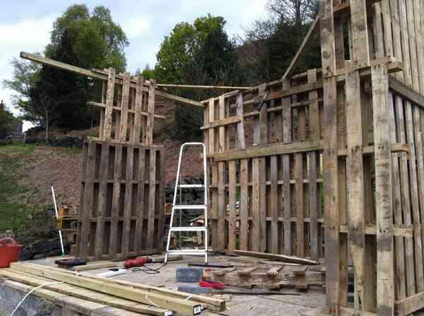 construcción de una casa de palets - construcción de paredes