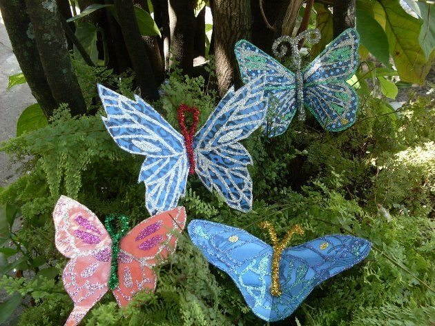 Mariposas recicladas muy originales para decorar en casa for Como decorar un arbol de jardin