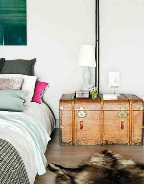decorar dormitorios originales - mesita de noche baul