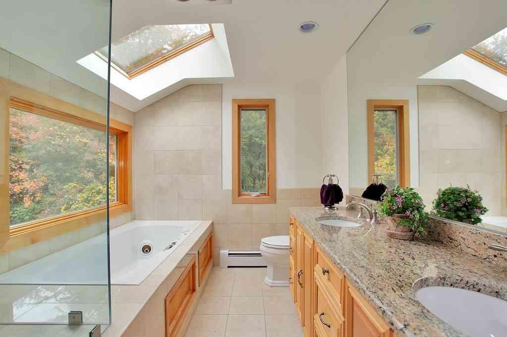 El juego de los espejos para dar luminosidad a tu hogar for Donde colocar espejos en el salon