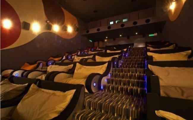 Cine con camas en lugar de sillas