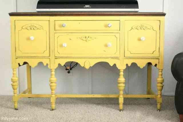 mueble antiguo actualizado con color
