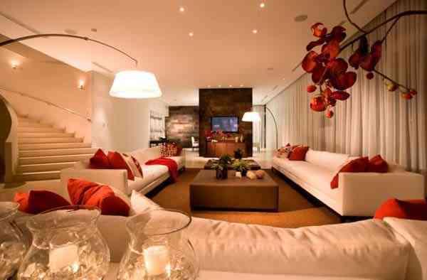 Salón blanco, rojo y marrón