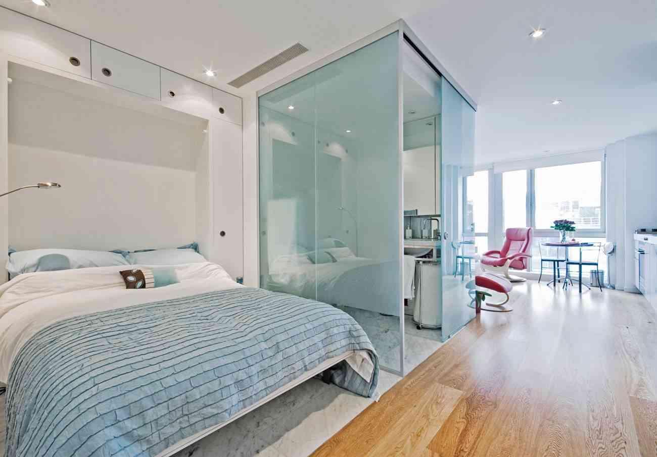 Amplio dormitorio con baño integrado y mucha luz