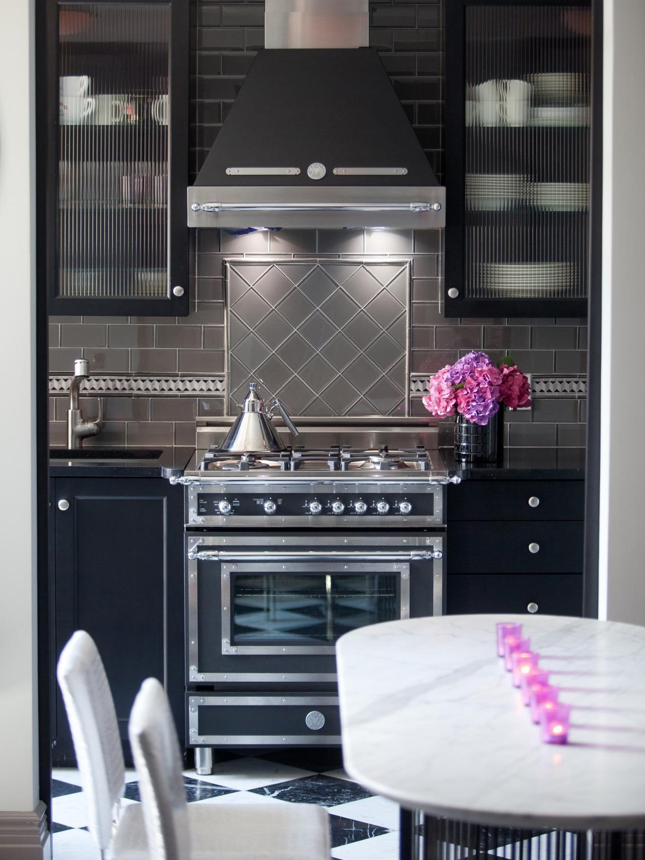 Cocina en color negro y blanco