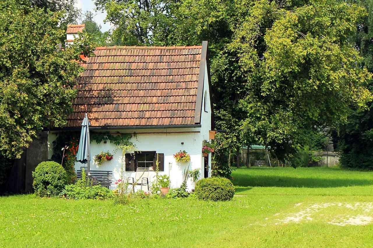 10 entradas de casas con jard n realmente originales for Casas para jardin de pvc